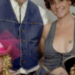Family Sends The Most Awkward Christmas Cards For 17 Years, And It's Hilarious (New Pic)